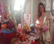 Bhushan Kumar and Divya Khosla Kumar performed Ganesh Puja in T-series office. Watch video to know more <br/><br/>#GanpatiBappaBollywoodTVStars #DivyaKhoslaKumar #GanpatiTseriesoffice